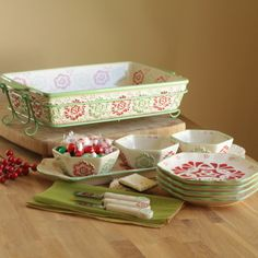 temp-tations® by Tara: Winter Garden Bake & Entertain Set...don't own this but would be very pretty on a holiday table