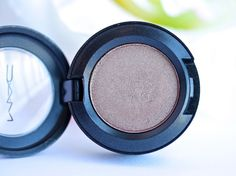 MAC Woodwinked Eyeshadow / Review and Swatches