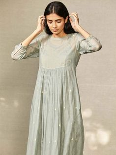 Product Code: easy companion for evening festivities with family or time out with friends, this feminine midi dress features a yoke in tissue fabric with delicate fish stitches encompassing it. Pakistani Dresses Casual, Pakistani Bridal Wear, Casual Dresses, Summer Dresses, Dress Indian Style, Indian Dresses, Indian Outfits, Simple Kurta Designs, Kurta Designs Women