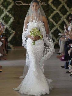 Oscar de la Renta 44E10 With Veil, $10,000 Size: 6 | New (Un-Altered) Wedding Dresses