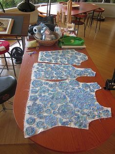 This is how it is done. Good to know. First the dollies are placed on a cloth cut into the shape of garment we want to make & then these dollies are joined with lace/chain stitch.