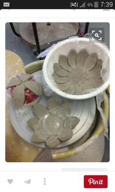 Slab Pottery For Kids Pottery - - Hand Built Pottery, Slab Pottery, Pottery Bowls, Pottery Art, Ceramic Pottery, Pottery Painting, Beginner Pottery, Pottery Ideas For Beginners, Sculptures Céramiques