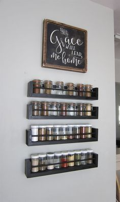 Kitchen Wall Spice Rack - Small Changes Big Impact - The Honeycomb Home - - This space saving organized wooden spice rack saves counter space. Spice jars with chalkboard labels for easy identification. Wall Spice Rack, Wooden Spice Rack, Diy Spice Rack, Hanging Spice Rack, Spice Shelf, Spice Rack Over Stove, Spice Rack Design, Kitchen Wall Storage, Kitchen Shelves