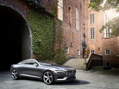 Ehe die Designsprache bei Volvo für lange Zeit von geraden Linien und einem soliden, unaufgeregten Gesamteindruck geprägt wurde, waren die Automobile des schwedischen Herstellers von dynamischen Li…