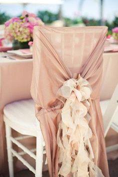 12 formas súper originales y románticas de decorar las sillas en el día de tu boda | Preparar tu boda es facilisimo.com
