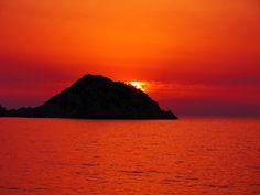 Prachtige contrasten bij Petanoi op Kefalonië. Wow 3, Greece, Relax, Island, Beach, Places, Nature, Travel, Sunsets