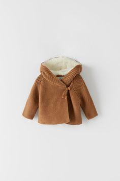 Pasgeboren baby knitwear | ZARA Nederland Zara Baby Clothes, Modern Baby Clothes, Winter Baby Clothes, Baby Girl Winter, Baby Kids Clothes, Newborn Fashion, Baby Boy Fashion, Baby Outfits Newborn, Kids Fashion