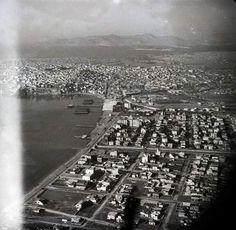 Πειραιάς 30s Greece Pictures, Old Pictures, Old Photos, Vintage Photos, Old Photographs, Athens Greece, City Photo, 1930, The Past