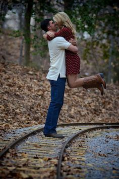cute idea for engagement pictures!