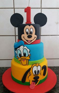 Bolo Do Mickey Mouse, Mickey And Minnie Cake, Mickey Cakes, Minnie Mouse Cake, Mickey Party, Mickey Mouse And Friends, Mickey Mouse Birthday, Dinosaur Birthday Cakes, Baby Birthday Cakes