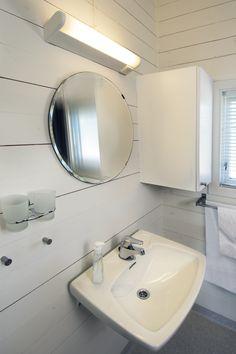 Hytter Cabins, Bathroom Lighting, Sink, Mirror, Beach, Furniture, Home Decor, Bathroom Light Fittings, Sink Tops