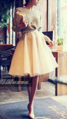 Gorgeous Easter outfit Look. A-line poofy knee lenght skirt with a casual sweater tucked in for an hourglass shape look. Easter Sunday Spring Dress Look. #Modest