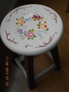 Painted Chairs, Hand Painted Furniture, Paint Furniture, Furniture Makeover, Furniture Design, Tole Painting Patterns, Shabby Chic Crafts, Discount Furniture, Painting On Wood