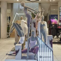 "LULULEMON Regent Street London UK ""Never underestimate a women with a yoga mat"" creative by Lucky Fox photo by VM Daily pinned by Ton van der Veer Mannequin For Sale, Mannequin Display, Mannequin Art, Display Design, Store Design, Piazza San Marco, Vitrine Design, Fashion Mannequin, Rome Antique"