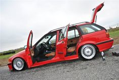 Hellrot BMW e36 touring on OEM BMW Styling 5 (BBS RC) wheels and e46 seats