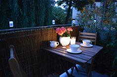 Wieczorna kawa na balkonie #balcony #coffee #night #solar #lamp #apartment