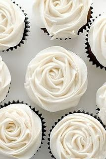 White Rose cupcakes in black foil #Black & White wedding receptions ... Wedding ideas for brides, grooms, parents & planners ... https://itunes.apple.com/us/app/the-gold-wedding-planner/id498112599?ls=1=8 … plus how to organise an entire wedding, without overspending ♥ The Gold Wedding Planner iPhone App ♥