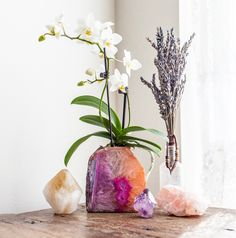 Gardening Autumn - exPress-o: Autumn Home Tweak: Agate planter - With the arrival of rains and falling temperatures autumn is a perfect opportunity to make new plantations Diy Plants, Rooms Ideas, Decorative Planters, Boho Home, Crystal Decor, Crystal Vase, Design Seeds, Autumn Home, My New Room
