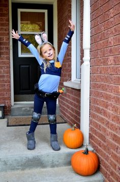DIY Judy Hopps Costume from Zootopia How to make your own Officer Judy Hopps costume for kids Classic Halloween Costumes, Halloween Costumes For Girls, Diy Costumes, Costume Ideas, Costume For Kids, Costume Halloween, Baby Girl Halloween, Halloween Kids, Happy Halloween