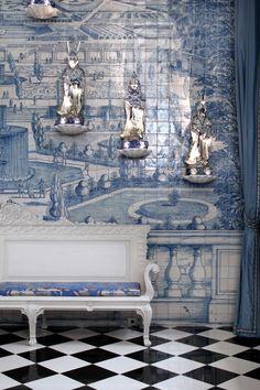 Inside-Juan-Pablo-Molyneux's-Historical-And-Classi - Murales Pared Exterior Paris Home, Chinoiserie Chic, Dark Interiors, Interior Decorating, Interior Design, Handmade Tiles, White Tiles, Ceramic Design, Art Deco Design
