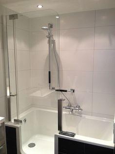 Een bad en douche in één Bathroom Inspiration, Bathroom Ideas, Decoration, Sink, Bathrooms, Home Decor, Bath, Shower, Lush