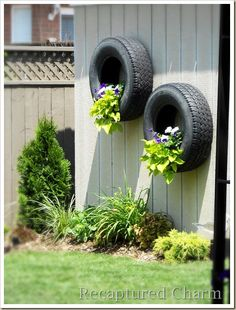 Looking for some fence planters ideas? Check out these great fence planters ideas that are sure to give you that right feeling to redecorate your garden Privacy Fence Landscaping, Privacy Fence Designs, Backyard Privacy, Landscaping Ideas, Backyard Landscaping, Backyard Ideas, Garden Shrubs, Garden Pots, Balcony Garden