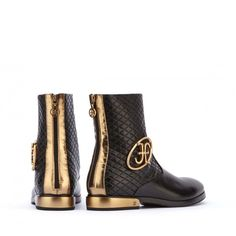 #Gold, zip, #matelassé. The #boots of your desire.