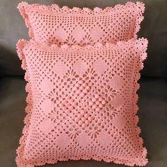 Finished 💖💖 vintage cushion with peach colour. Antara lace dan pattern bagai pinangkan dibelah dua 😂😂😂 #crochet #crocheting #crocheted…