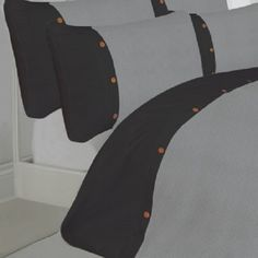 Part of the waffle duvet cover range, this duvet comes in a range of colours and a great design. In 100% Egyptian Cotton. In a Grey With Black colour.