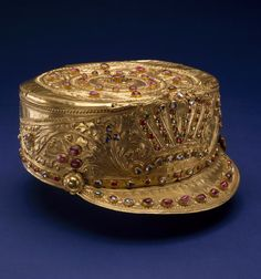 (Indonesia) Indonesian king's crown from the Balinese royal court of Singaraja. Inspired by a Dutch colonial army uniform. Gold, rubies, diamonds and sapphires. ca century CE. Royal Crowns, Royal Tiaras, Tiaras And Crowns, Antique Jewelry, Vintage Jewelry, Kings Crown, Family Jewels, Royal Jewelry, Circlet
