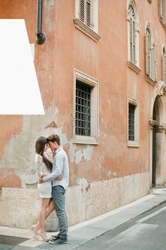 Engagement Photo Outfits and tips  | repinned by http://BorisyukPhotography.com