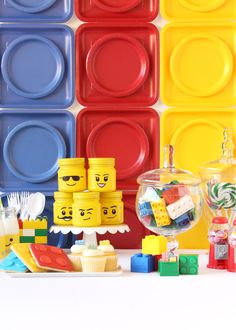 Love this wall colored paper and matching plates create a lego wow everything is awesome when it comes to this colorful whimsical and delicious lego themed diy solutioingenieria Choice Image
