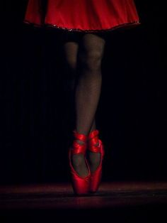 ♥love♥ red pointe shoes!