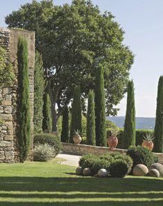 Deko in der Provence: traditionelles Steinhaus,