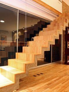 escada/ concreto aparente/ madeira