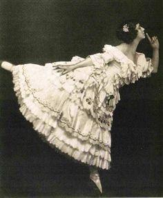 "Тамара Карсавина в партии Коломбины. Балет ""Карнавал""-Tamara Karsavina in the party of Columbine. The ballet ""Carnival"""
