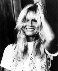 Kim Carnes. Junto a Bonnie Tyler, probablemente, las dos voces más particulares de los 80.