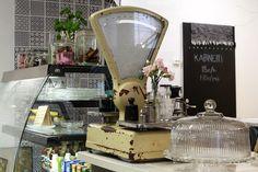 Kirpputorin lisäksi Vallilan Stoorissa toimii kahvila, jossa arvostetaan luomua ja lähiruokaa. Helsinki. Finland Travel, Helsinki, Coffee Maker, Kitchen Appliances, Coffee Maker Machine, Cooking Utensils, Coffeemaker, Home Appliances, House Appliances