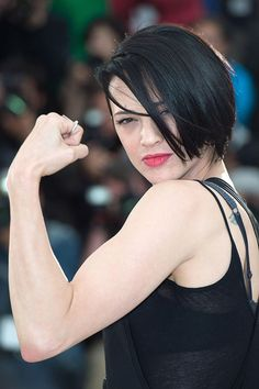 Asia Argento stars in and how cool she flexes her muscles instead of her lips. Asia Argento, Beautiful People, Beautiful Women, Belle Plante, I Love Girls, Cannes Film Festival, Beautiful Actresses, Style Icons, Hair Cuts