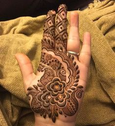 You've got an ocean of henna designs before you, and you can grab your most favorite one. Though it is a small body part, a henna on it looks simple yet elegant. Among all wrist tattoos, henna flower are believed to be the most well-known ones. Henna Flower Designs, Indian Henna Designs, Flower Henna, Arabic Mehndi Designs, Mehndi Designs For Hands, Rangoli Designs, Stylish Mehndi Designs, Beautiful Mehndi Design, Mehndi Design Pictures