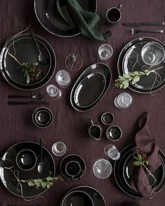 Rustik Lys - Dé groothandel in Kaarsen & Broste Copenhagen Modern Furniture, Furniture Design, Dark Table, Photo Deco, Broste Copenhagen, Deco Floral, Prop Styling, Nordic Design, Home Design