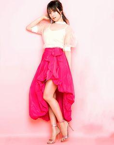 Japanese Beauty, Japanese Girl, Asian Beauty, Fukada Kyoko, Beauty Women, Beautiful Outfits, Cute Girls, High Waisted Skirt, Sexy Women