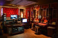 Creative Music Production Studio I want it, i want it :) Studio Desk, Loft Studio, Music Desk, Recording Studio Design, Small Loft, Home Studio Music, Art Studios, Music Studios, Sound Design