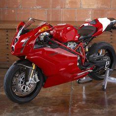 Ducati 749 Ducati Motorbike, Ducati 748, Ducati Superbike, Moto Ducati, Racing Motorcycles, Moto Guzzi, Motorcycle Design, Bike Design, Ducati Models