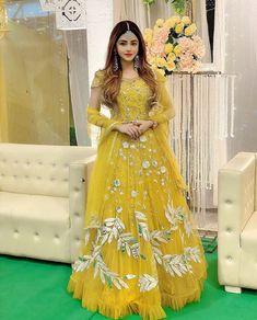 Ootd Fashion, Fashion Dresses, Most Beautiful Models, Beautiful Images, Lehnga Dress, Kurti Designs Party Wear, Stylish Girls Photos, Pakistani Outfits, Girls Dpz