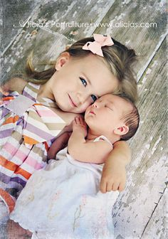 Such a cute pose for newborn sibling photography. Newborn Pictures, Baby Pictures, Cute Pictures, Newborn Pics, Sibling Photography, Children Photography, Photography Ideas, Little Sister Photography, Makeup Photography