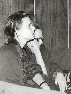 http://www.kafel.pl/fotki/Kasia_z_kolezanka_FME_Pisz_27_08_1989.jpg  K.Nosowska i Kulesza A.