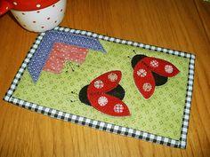 Ladybug Patch Mug Rug | Flickr - Photo Sharing! Love the colors in this mug rug!