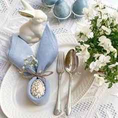 Ostatnie świąteczne śniadanie -chyba na szczęście, bo już pękam😁  .  .  #flatlaytoday #easterflatlay #flatlaypoland #flatlaystyle #easterdecor #easteregg #flatlay #eastertable #easterdecorations #myflatlay #myflatlay_com #wielkanoc #wielkanocnedekoracje #wielkanoc2018 Table Top Design, Early Spring, Event Styling, Tablescapes, Table Settings, Easter, Entertaining, Table Decorations, Photo And Video