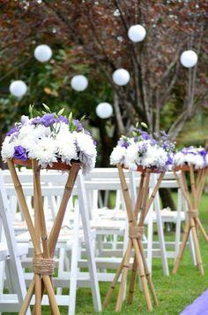 Arreglos de Flores con Bambu Flower Arrangements Simple, Wedding Arrangements, Floral Centerpieces, Wedding Centerpieces, Wedding Decorations On A Budget, Ceremony Decorations, Flower Decorations, Arab Wedding, Rustic Wedding